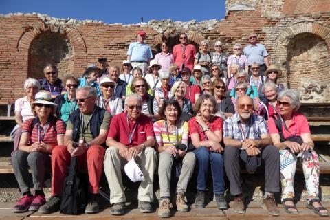 Die Reisegruppe des Bürgerforums im griechischen Theater von Taormina